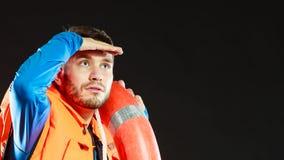 Личная охрана в спасательном жилете с томбуем кольца lifebuoy Стоковые Изображения RF