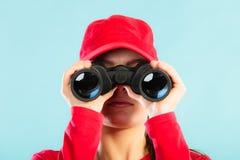 Личная охрана на обязанности смотря через бинокулярное Стоковые Фотографии RF