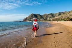 Личная охрана на пляже Las Teresitas, Тенерифе, Канарские острова, Стоковые Фото