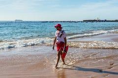Личная охрана на пляже Las Teresitas, Тенерифе, Канарские острова, Стоковые Изображения RF
