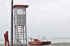 Личная охрана с шлюпками и башней педали спасения Стоковое Изображение