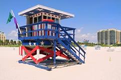 личная охрана хаты пляжа цветастая южная Стоковые Изображения RF