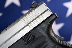 Личное огнестрельное оружие с флагом Соединенных Штатов - правом принести оружия Стоковое фото RF
