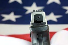 Личное огнестрельное оружие с флагом Соединенных Штатов - правом принести оружия Стоковые Фотографии RF