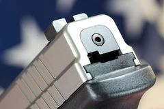 Личное огнестрельное оружие с флагом Соединенных Штатов - правом принести оружия Стоковые Изображения RF