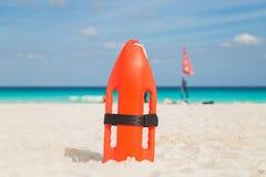 Личные охраны на пляже Море, океан стоковые изображения