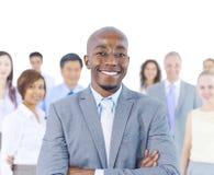 Лидерство в группе стоя из толпы Стоковые Изображения