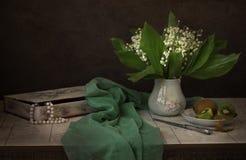 Лилии долины и кивиа Стоковое Изображение