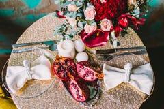 Лилии Calla и гранатовое дерево стоковое изображение rf