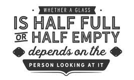 Ли стекло наполовину полно или наполовину пусто зависит на ориентации иллюстрация вектора