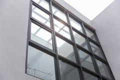 Лобби или больница офисного здания Стеклянное окно interio самомоднейшее стоковые изображения
