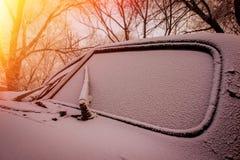 Лобовое стекло старого покинутого автомобиля Стоковые Изображения RF
