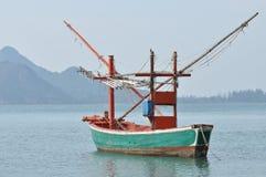ловушка кальмара рыболовства шлюпки Стоковые Фото