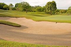 ловушка песка гольфа курса тропическая Стоковое Изображение RF