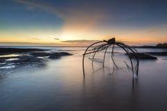 Ловушки рыб помещенные вдоль пляжа Стоковое Изображение