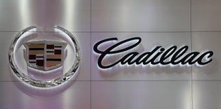логос фарфора cadillac 2010 автомобилей стоковая фотография