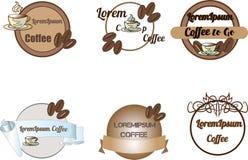 Логотипы, значки и ярлыки кофейни конструируют комплект элементов Чашка, фасоли иллюстрация вектора