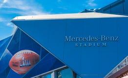 Логотипы стадиона логотипа и Мерседес-Benz Супер Боул стоковое фото