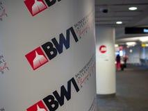 Логотип авиапорта авиапорта BWI Baltimore-Washington международный Thurgood Marshall на столбце стоковое изображение
