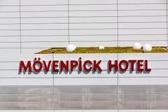 Логотип гостиницы Movenpick/литерность - гостиница около торговой ярмарки Messe Штутгарта и авиапорта Стоковое Фото