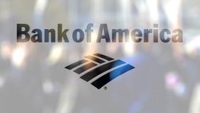Логотип Государственного банка Америки на стекле против запачканной толпы на steet Редакционный перевод 3D видеоматериал