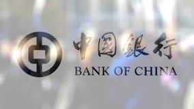 Логотип Государственного банка Китая на стекле против запачканной толпы на steet Редакционный перевод 3D сток-видео