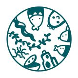 Логотип иллюстрации руки морепродуктов вычерченный с морской водорослью рыб осьминога акулы для плакатов печатей магазина или рес иллюстрация вектора