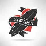 Логотип или татуировка ярлыка Surfboard да мы любим она с Стоковое Изображение
