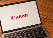 Логотип канона на экране компьютера Стоковое фото RF