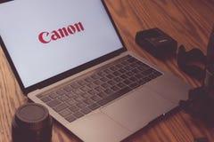 Логотип канона на экране компьютера Стоковая Фотография
