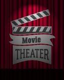 Логотип кинотеатра на темноте - красной сцене занавеса грациозно иллюстрация вектора