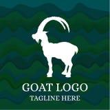 Логотип козы на абстрактной зеленой предпосылке также вектор иллюстрации притяжки corel Стоковая Фотография RF