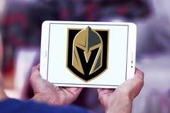 Логотип команды хоккея на льде рыцарей Вегас золотой стоковые изображения