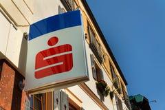 Логотип компании банк AG группы Erste на штабах строя 15-ого августа 2017 в Шладминге, Австрии Стоковое Изображение