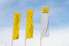 Логотип компании Renault на здании дилерских полномочий Стоковое Изображение
