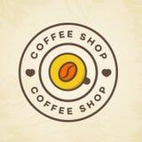 Логотип кофейни с стилем цвета чашки кофе и фасоли на предпосылке для кафа, магазина Стоковые Изображения