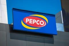 Логотип магазинов уцененных товаров Pepco на здании Стоковая Фотография