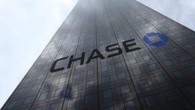Логотип на отражающих облаках фасада небоскреба, промежуток времени банка гоньбы JPMorgan Редакционный перевод 3D акции видеоматериалы