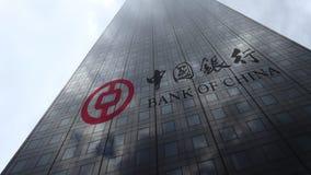 Логотип на отражающих облаках фасада небоскреба, промежуток времени Государственного банка Китая Редакционный перевод 3D акции видеоматериалы