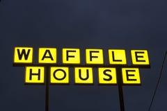 Логотип дома Waffle на ноче Стоковое Фото