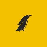 Логотип пингвина Минимальный введенный в моду логотип также вектор иллюстрации притяжки corel Стоковое Изображение
