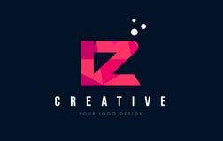 Логотип письма IZ i z с фиолетовой низкой поли розовой концепцией треугольников Стоковые Изображения RF
