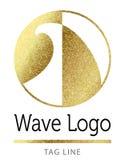 Логотип прибоя волны в золоте Стоковые Фотографии RF