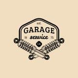 Логотип ремонта автомобиля с иллюстрацией амортизатора удара Vector винтажной гараж нарисованный рукой, автоматический плакат etc иллюстрация вектора