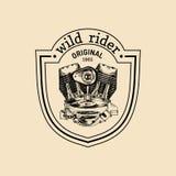 Логотип ремонта мотоцикла вектора винтажный с двигателем Ретро сделанный эскиз к рукой ярлык гаража Изготовленная на заказ эмблем иллюстрация штока