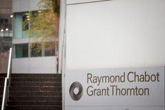 Логотип Рэймонд Chabot большой Thornton на одном из их heaquarters в Монреале, Квебеке стоковое изображение rf