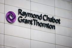 Логотип Рэймонд Chabot большой Thornton на одном из их heaquarters в Монреале, Квебеке стоковые изображения rf