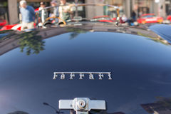 Логотип Феррари на дисплее Стоковое Фото