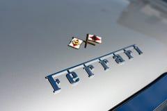 Логотип Феррари на дисплее Стоковые Изображения