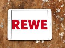 Логотип цепи супермаркетов REWE Стоковое Изображение RF